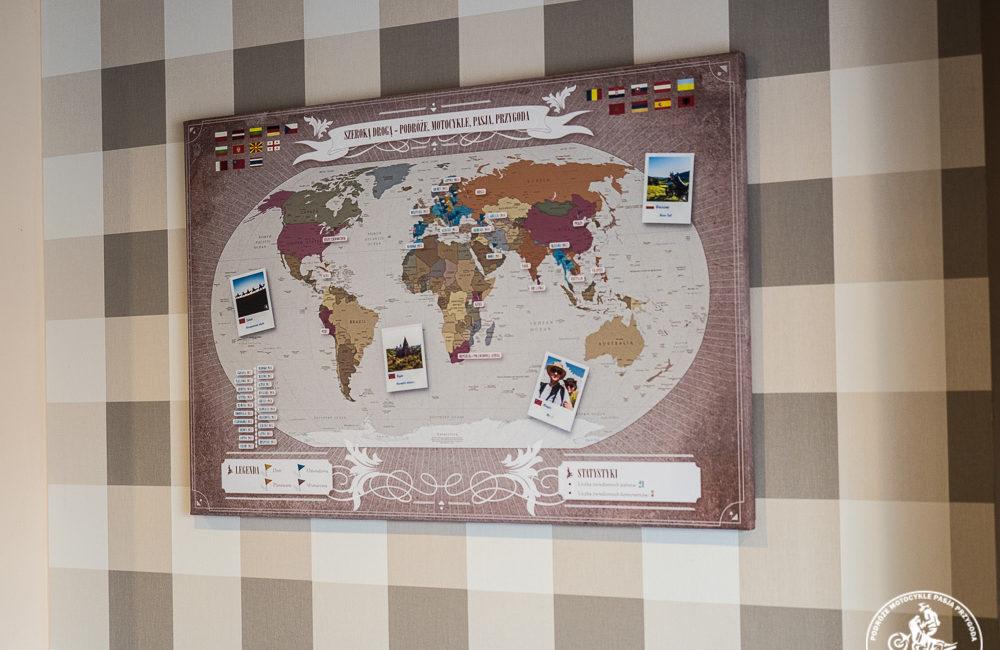 mapa świata na płótnie
